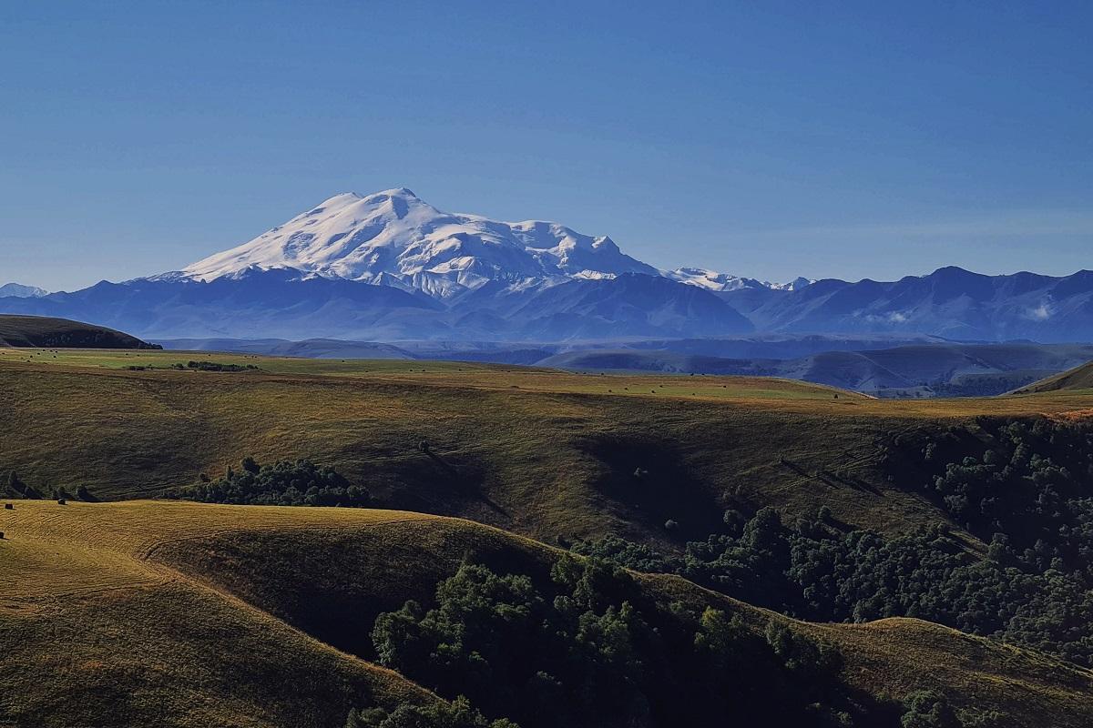Перевал Гумбаши, вид на Эльбрус